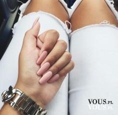 Piękne długie różowe paznokcie, jak zapuścić paznokcie? Lepsze żele czy hybryda?