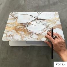 złoty marmur – naklejka na klapę laptopa, imitująca marmur