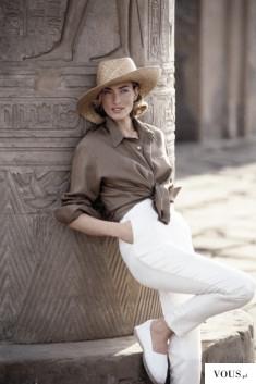 beżowo-biała stylizacja na lato, białe spodnie, białe slip-ony, beżowa/brązowa koszula i słomian ...