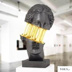 Ciekawa rzeźba, złote dodatki.