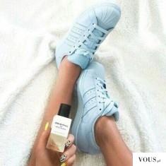 Gdzie kupie błękitne adidasy? Jak pachną perfumy Anji Rubik?