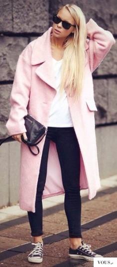 Różowy płaszcz. Gdzie dostanę . kupię różowy płaszcz? Czy płaszcz pasuje do trampek?