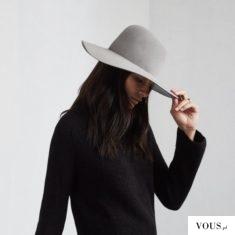 czarny sweter i szary kapelusz, długie czarne i proste włosy