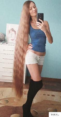 Długie włosy Rosjanki, która zapuszczała je przez 13 lat