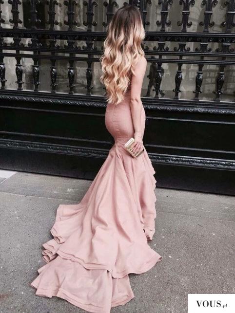 Przepiękna obcisła różowa długa sukienka