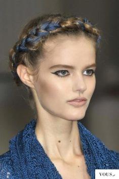 fryzura z wybiegu z wstążką