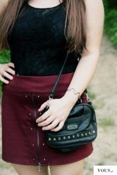 czarno- burgundowa stylizacja dopełniona szarymi dodatkami :)