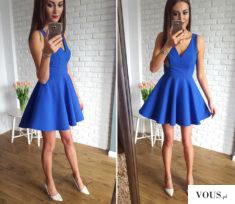 Rozkloszowana sukienka kobaltowa z dłuższym tyłem.