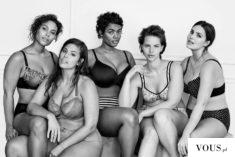Piękne pewne siebie kobiety w bieliźnie