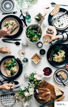 Stół rodzinny, inspiracja jak udekorować stół