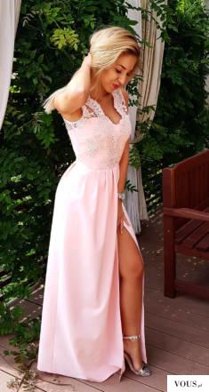 Idealnie skrojona długa sukienka, wykonana z wysokiej jakości lejącej , nieprzebijającej tkaniny ...
