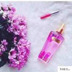 różowe perfumy