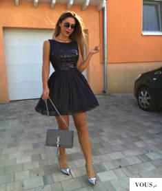 Tiulowa sukienka z cekinowym wzorem w pięknym granatowym kolorze