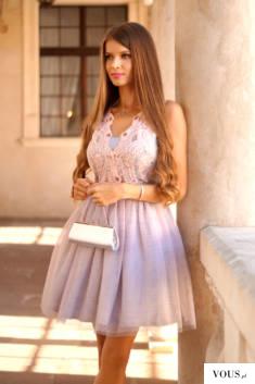 Tiulowa różowo – szara rozkloszowana sukienka