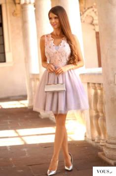 Tiulowa pudrowo- szara sukienka