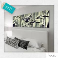 Obraz w trzech częściach, przedstawiający motylka na polanie. Dekoracja w ciekawej kolorystyce b ...