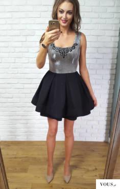 rRozkloszowana czarno – srebrna Sukienka Michelle