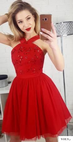 Czerwona tiulowa sukienka na wesele