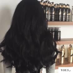 czarne gęste zadbane i zdrowe włosy