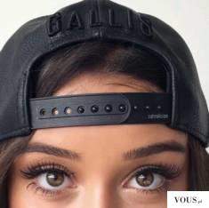 czarna bejsbolówka czapka i piękne oczy
