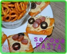 Chrupiące krakersy z pastą serowo-czosnkową – łatwa, szybka i bardzo smaczna przekąska, kt ...