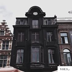 czarny budynek