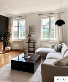 Jasne wnętrze, oświetlony salon