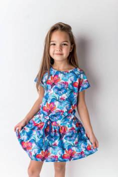 Stylowe sukienki dla dziewczynek w wielu wzorach