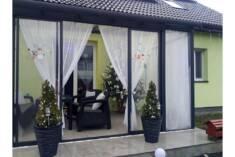 Ogród zimowy, którym zgodnie z nazwą można się cieszyć także zimą, o czym świadczą świąteczne de ...