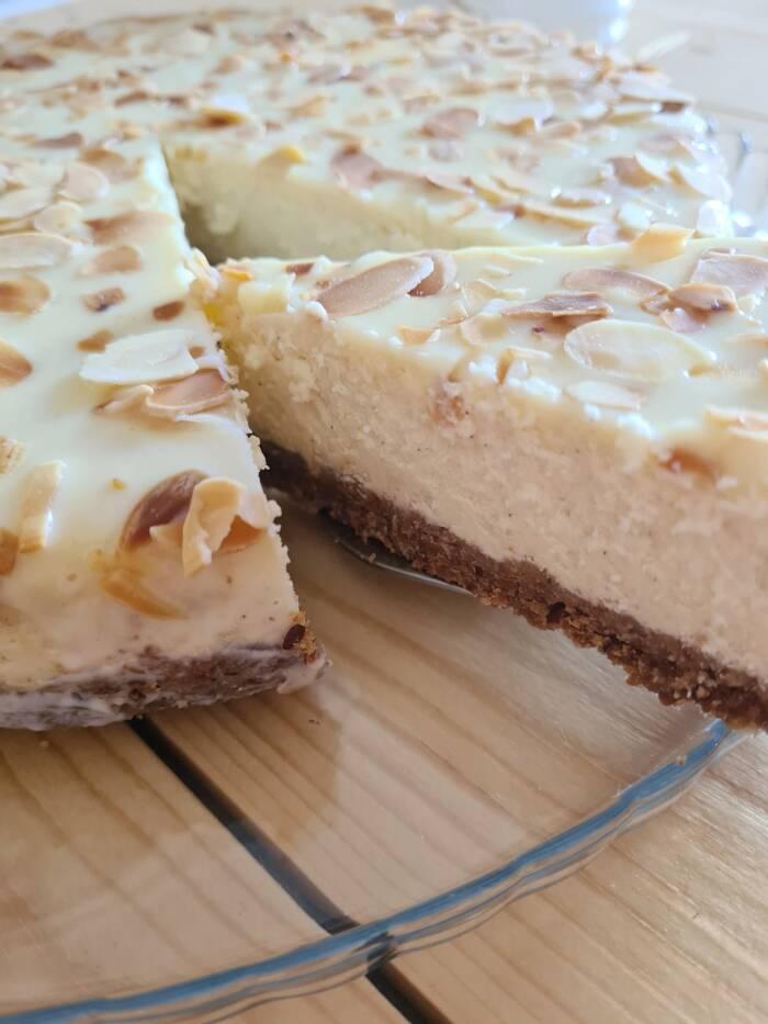 Sernik migdałowy z białą czekoladą   AleTorcik! – przepisy na pyszne, domowe ciasta, ciast ...